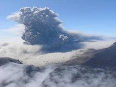 Ηφαιστειακή σκόνη «νεκρώνει» τις αεροπορικές μεταφορές στην Ευρώπη
