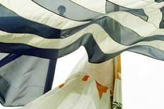 Έκαψαν τις σημαίες της Ελλάδας και της Κύπρου άγνωστοι στη Λεμεσό