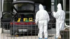 Σύμφωνα με πληροφορίες, το σταθμευμένο όχημα εντόπισε ο φύλακας της τράπεζας και, θεωρώντας το ύποπτο, ειδοποίησε την αστυνομία.