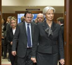 Ο υπουργός Οικονομικών Γιώργος Παπακωνσταντίνου μαζί με την Γαλλίδα  ομόλογό του, Κριστίν Λαγκάρντ