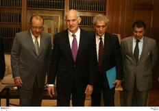 Με τους εκπροσώπους των κοινωνικών εταίρων συναντήθηκε ο  πρωθυπουργός Γιώργος Παπανδρέου