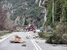 Η φωτογραφία προέρχεται από το αρχείο και δείχνει την πτώση βράχου κατά τον περασμένο Δεκέμβριο.