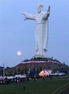 Το άγαλμα του Ιησού στην πόλη Σβιεμπόντζιν έχει ύψος 33 μέτρα