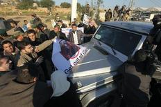 Παλαιστίνιοι προσπαθούν να εμποδίσουν την γαλλίδα υπουργό Εξωτερικών Μισέλ Αλιότ Μαρί να φτάσει στη Γάζα