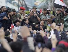 «Όλα όσα θέλετε, θα γίνουν» δήλωσε ο διοικητής του αιγυπτιακού στρατού στους διαδηλωτές που έχουν κατακλύσει και σήμερα την πλατεία Ταχρίρ