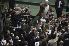 «Θάνατος στους Μουσαβί και Καρουμπί» φώναζαν οι βουλευτές στο ιρανικό κοινοβούλιο