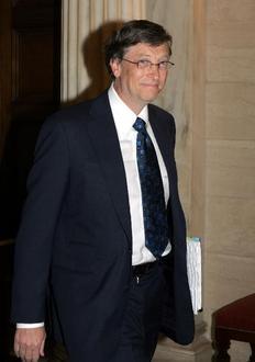 Ο Μπιλ Γκέιτς υπολογίζεται ότι διέθεσε σε φιλανθρωπικές οργανώσεις  28 δισεκατομμύρια δολάρια, γεγονός που τον έφερε στη δεύτερη θέση της  λίστας