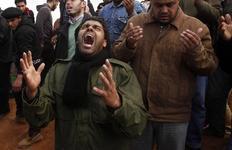 Από την κηδεία θυμάτων επιθέσεων του Καντάφι