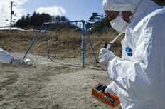 Ειδικοί ελέγχουν για τα επίπεδα ραδιενέργειας σε απόσταση 40χλμ.  από το πυρηνικό εργοστάσιο που επλήγη