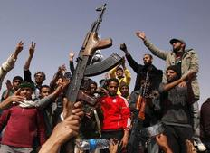 Αντικαθεστωτικοί πανηγυρίζουν νίκη επί των δυνάμεων του Καντάφι