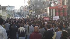 Το αίτημα για πολιτική ελευθερία μετατράπηκε σε εξέγερση εξαιτίας της βίας του στρατού του Άσαντα
