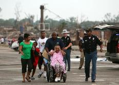 Χιλιάδες άνθρωποι αναγκάστηκαν να αφήσουν πίσω τους τα  κατεστραμμένα από την κακοκαιρία σπίτια