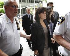 Η Αν Σενκλέρ, σύζυγος του Ντομινίκ Στρος Καν ενώ προσέρχεται στο δικαστήριο