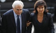 Ο Ντομινίκ Στρος Καν προσήλθε στο δικαστήριο συνοδευόμενος από τη σύζυγό του Αν Σενκλέρ