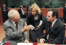 Ο υπουργός Οικονομικών Γιώργος Παπακωνσταντίνου με τον γερμανό υπουργό Οικονομικών Βόλφγκανγκ Σόιμπλε και την ισπανίδα ομόλογό τους Έλενα Σαλγάδο