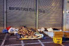 Ο θάντος παραμονεύει τους άστεγους της Αθήνας όταν το θερμόμετρο πέφτει κάτω από το μηδέν